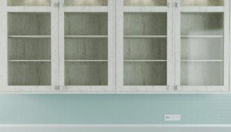 vaeghaengt vitrineskab med indbygget belysning 332x190
